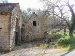 Maison en pierre avec caves, ancien fournil et grangettes, sur 3000m² de te