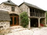 Beau hameau restauré avec piscine, puits, sources, rivière, fours à pain.