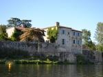 Château au bord du Lot avec plusieurs dèpendances aménagée à vendre Lot