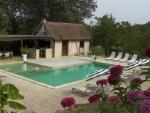Perigord noir, confortable maison de campagne avec piscine et noyeraie.