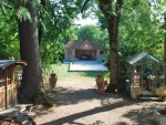 Maison de maître en trés bon état avec piscine, pool house et parc.