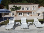 Bel ensemble immobilier en pierres du Quercy avec piscine
