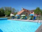 Typique ferme des Causses très confortable avec piscine, proche services.