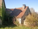 Maison typique, gîte, dépendances en pierre, grand terrain, au calme