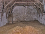 Dans un hameau, grange en pierre pigeonnier et grand terrain constructible
