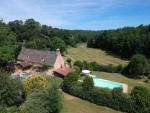 Dordogne, charmante maison en pierre avec piscine sur plus de 9 ha