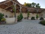 Manoir du XVIII , dépendances et piscine dans le Quercy avec vue dominante