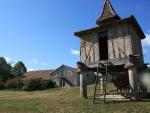 Ensemble en pierre, demeure XVIIIe, grange, gite, boxes chevaux, pigeonnier