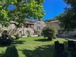 Vallée du Lot, en village maison et grange aménagée, parc piscine