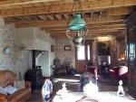 A vendre spacieuse maison en pierre, gîte, granges et grand terrain, calme