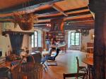 Ancien moulin à eau avec sa salle des meules, grande habitation.