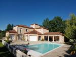 Belle demeure confortable avec piscine, dépendance, proche Cahors
