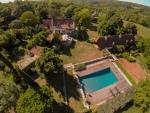 Magnifique ensemble immobilier de caractère avec 4 maisons et 2 piscines.