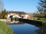 Moulin à eau avec droit d'eau en Landes de Gascogne proche de la ville.