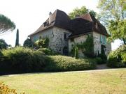 Aux confins du Lot et de la Dordogne, Manoir avec maison de campagne .