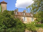 Majestueuse Chartreuse avec toit à la Mansart en périgord pourpre.