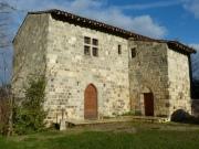 Maison forte du XII et XIIIème rehabilitée dans les vestiges d'un château.