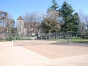 Belle demeure en centre bourg avec tennis, piscine, services à pied.