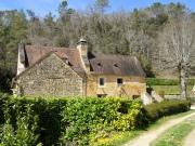 Moulin à eau du XVIè en Périgord Noir, dépendance, bief, étang et ruisseau.