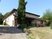 Dans le Tarn et Garonne, ancienne ferme avec vastes dépendances sur 30 ha