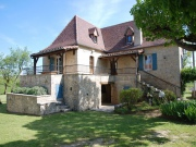 Proche chemin de St Jacques de Compostelle, maison de campagne avec grange.