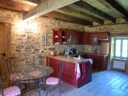 Périgord vert, maison de campagne restaurée avec dépendances et puits.