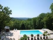 Belle maison de caractère spacieuse avec vue, piscine, au calme non isolée.