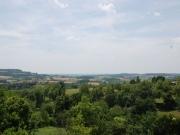 Belle demeure du XVIIème, à flanc de village, avec vue sur les Pyrénées.