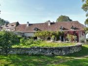Superbe hameau de 4 maisons restaurées sur 5ha avec vue exceptionnelle.