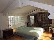 Maison de caractère rénovée dans un style contemporain avec vue dominante.