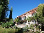 Exceptionnel hameau niché au coeur de ses 30Ha avec piscine, source.