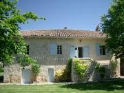 Maison de caractère en pierre rénovée avec dépendance et piscine chauffée.