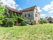 Propriété typique du Quercy sur 88Ha, deux maisons et dépendances, rare.