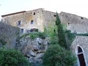 Maison médiévale dans un village au coeur des collines méditerranéennes