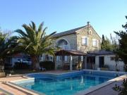 Maison de village avec piscine, proche de la mer