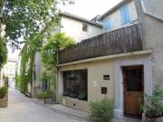 Maison avec terrasses dans un village touristique