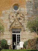 Maison atypique dans ancienne chapelle d'un chateau féodal avec donjon.