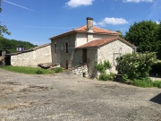 Charmante ferme ancienne avec 12 hectares dans le Quercy Blanc.