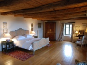 Impressive and comfortable fortified house from the 15th century with pool.