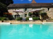 Magnifique domaine avec étang, 2 maisons et piscine sur 2ha 50.