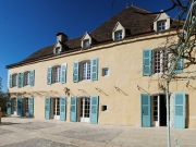 Château excellent condition, heated swimming pool, outbuilding, park