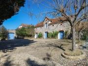 Château, maison de famille avec piscine dépendances sur parc paysager