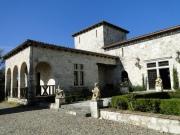 Ancien château remanié du XVII dans le Quercy Blanc avec vue dominante