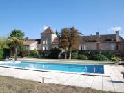 Vallée du Lot, manoir avec dépendances, piscine, accès à rivière sur 4 Ha.