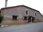 Former wine storehouse to convert, nice frame, quiet area