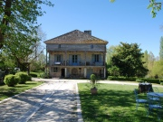 Maison de Maitre du XVIIIème avec maisons d'amis, dépendances et moulin.