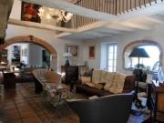 Spacieuse et lumineuse maison quercynoise avec piscine et grand garage