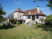 Close Cahors, ravishing restored stone house, with outbuilding and 4000m²