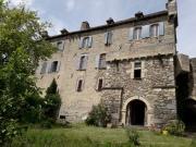 Château de village à vendre dans l'Aveyron, origines médiévales.