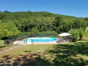 Deux maisons, deux piscines sans vis-à-vis avec 7.5 hectares de terrain.